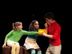 15 старых чемоданов в театре Приют Комедианта - Музыкальный театр детей Радуга