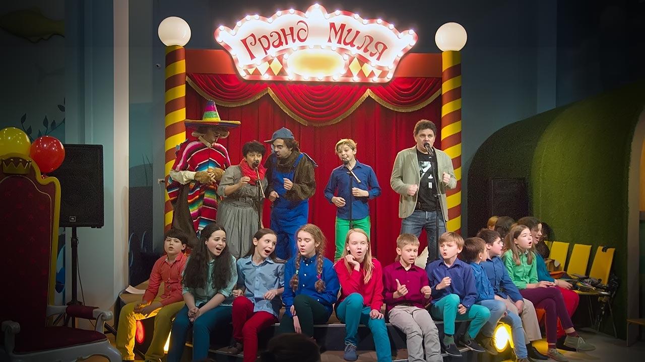 Выступление МТД Радуга на концерте Летающие звери в парке Волшебная Миля